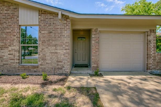 213 Mockingbird Lane, Denton, TX - USA (photo 4)
