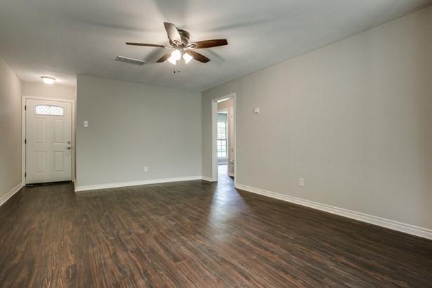 213 Mockingbird Lane, Denton, TX - USA (photo 5)