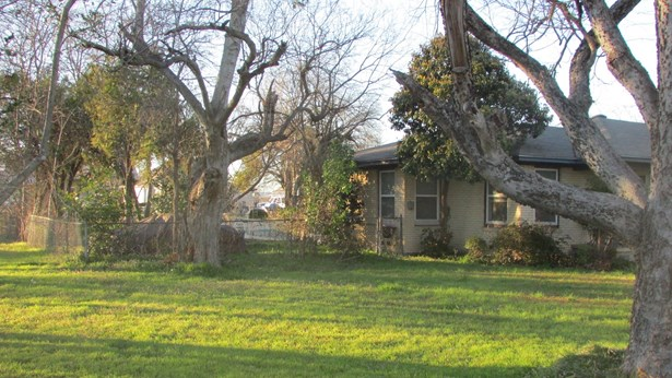 201 S Pine Street, Roanoke, TX - USA (photo 1)