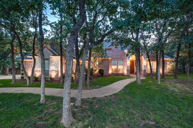 7616 Wooded Acres Trail, Mansfield, TX - USA (photo 2)
