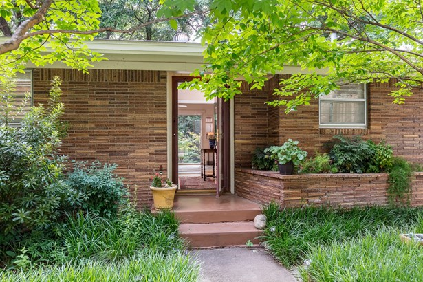 1317 Westcrest Drive, Arlington, TX - USA (photo 2)