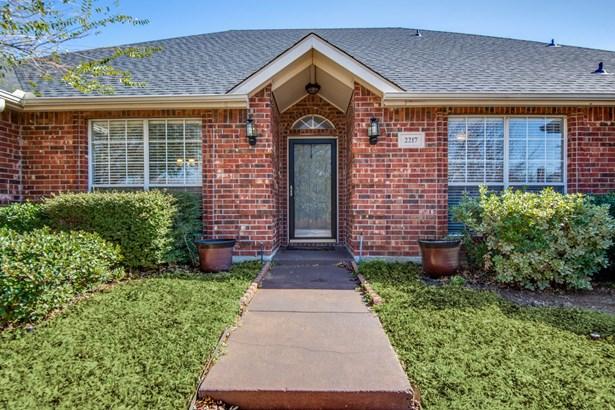 2217 Wren Lane, Lewisville, TX - USA (photo 3)
