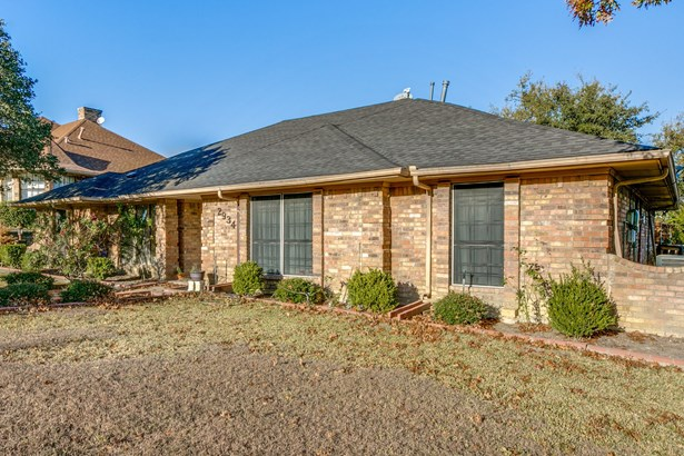 2934 Apple Valley Drive, Garland, TX - USA (photo 2)