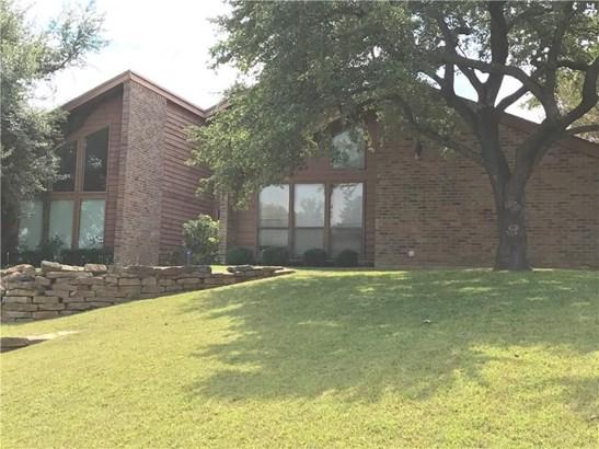 2301 Royal Crest Circle, Garland, TX - USA (photo 5)