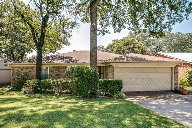 4916 Crest Drive, Arlington, TX - USA (photo 1)
