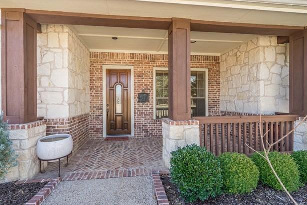 2304 Shoreham Circle, Lewisville, TX - USA (photo 2)