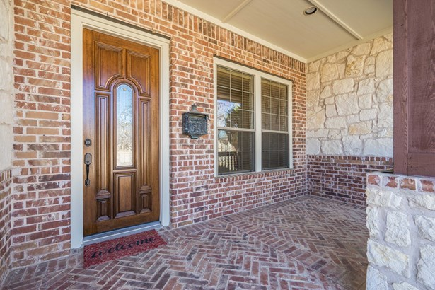 2304 Shoreham Circle, Lewisville, TX - USA (photo 3)