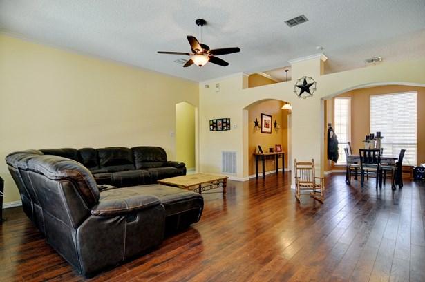 5737 Round Rock Road, Haltom City, TX - USA (photo 5)