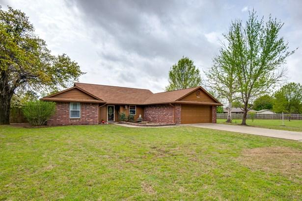 305 Johnson Lane, Krugerville, TX - USA (photo 2)