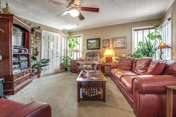 1212 Shady Lane, Garland, TX - USA (photo 2)