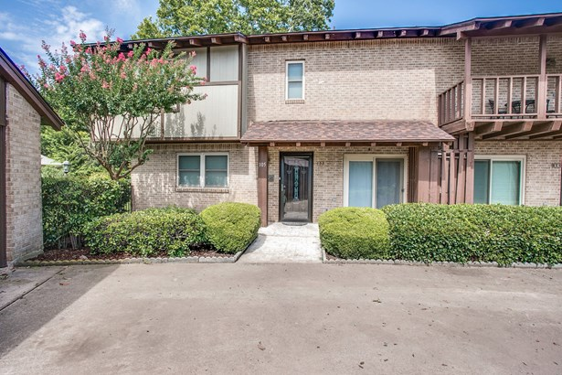 105 One Main Place, Benbrook, TX - USA (photo 1)