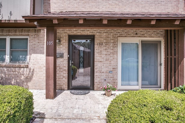 105 One Main Place, Benbrook, TX - USA (photo 2)