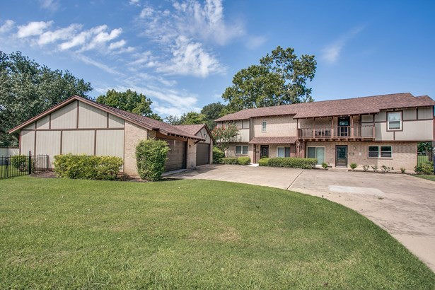 105 One Main Place, Benbrook, TX - USA (photo 4)