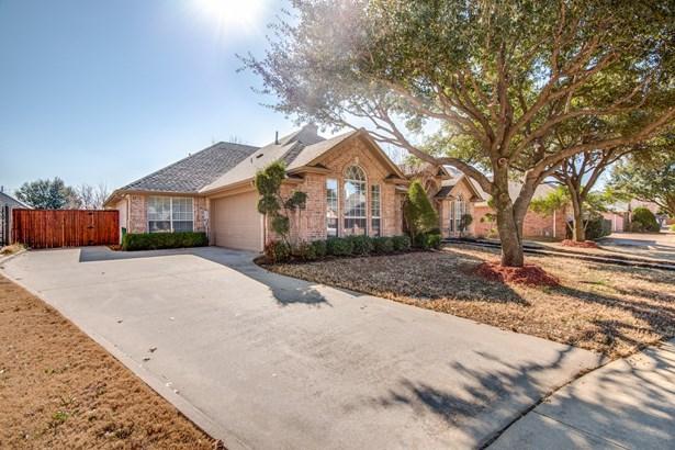 8212 Fin Wood Court, North Richland Hills, TX - USA (photo 2)