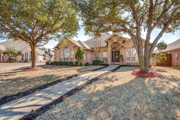 8212 Fin Wood Court, North Richland Hills, TX - USA (photo 3)