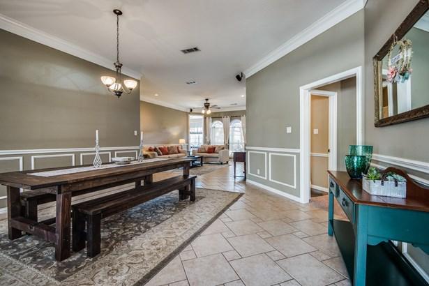 8212 Fin Wood Court, North Richland Hills, TX - USA (photo 4)