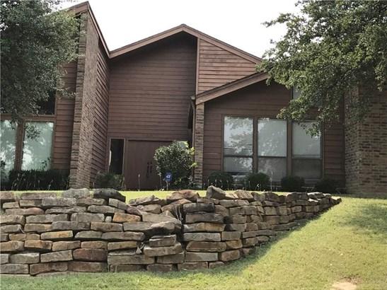2301 Royal Crest Circle, Garland, TX - USA (photo 1)