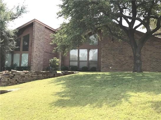 2301 Royal Crest Circle, Garland, TX - USA (photo 3)