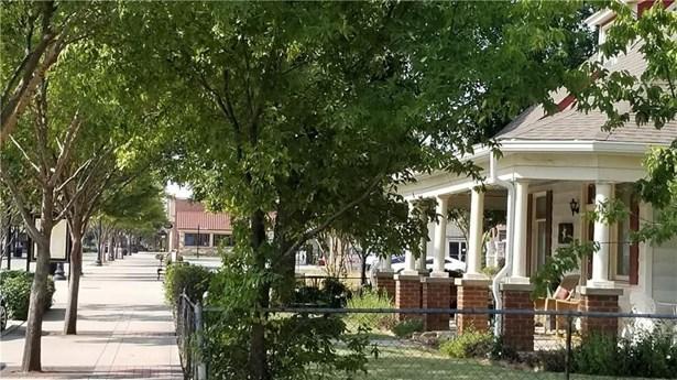 305 N Oak Street, Roanoke, TX - USA (photo 2)