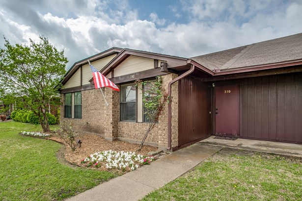 310 E Amberway Lane, Garland, TX - USA (photo 1)