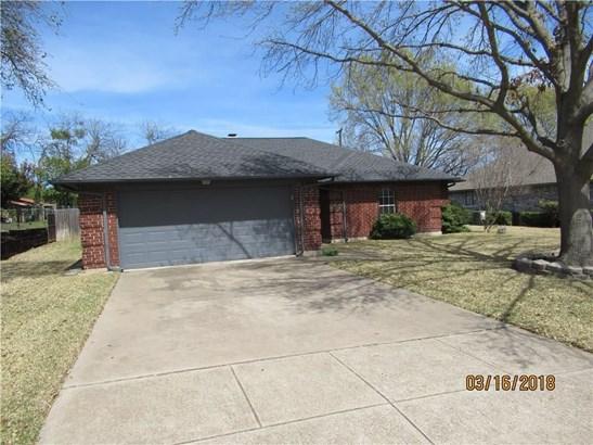 1121 Trinity Drive, Benbrook, TX - USA (photo 3)
