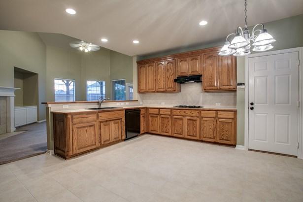 701 Water Oak Drive, Garland, TX - USA (photo 5)