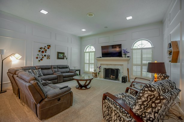 9219 Whitehurst Drive, Dallas, TX - USA (photo 4)