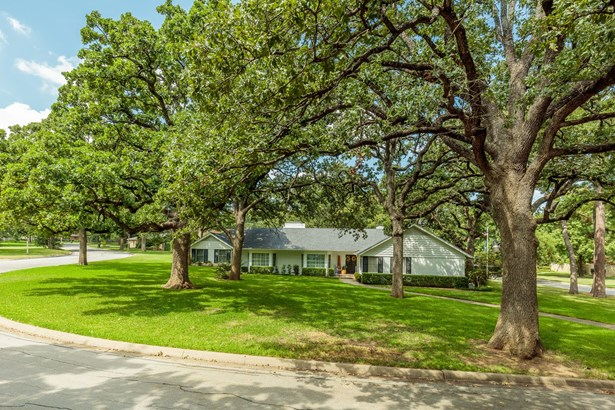 940 Meadow Oaks Drive, Arlington, TX - USA (photo 1)