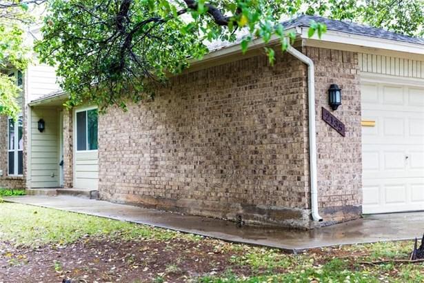 2135 Country Villa Drive, Carrollton, TX - USA (photo 1)