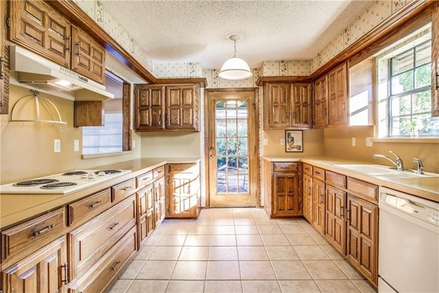 2417 Country Valley Road, Garland, TX - USA (photo 5)
