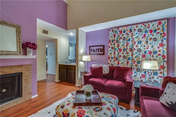 810 Creekside Drive, Lewisville, TX - USA (photo 3)