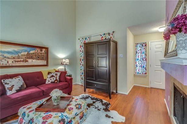 810 Creekside Drive, Lewisville, TX - USA (photo 5)