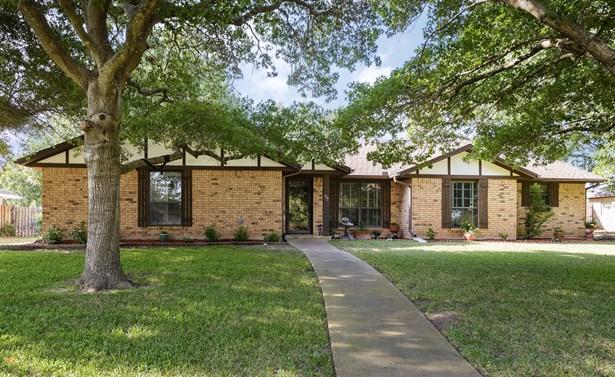 337 Creekwood Drive, Lancaster, TX - USA (photo 1)
