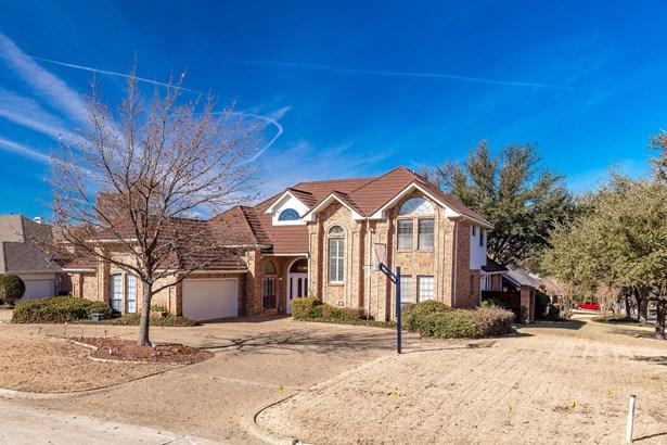 2209 Club Creek Circle, Garland, TX - USA (photo 2)