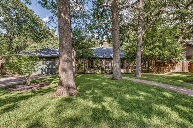 2322 Robin Court, Grapevine, TX - USA (photo 1)