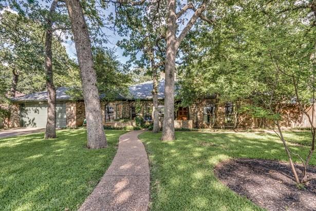 2322 Robin Court, Grapevine, TX - USA (photo 2)