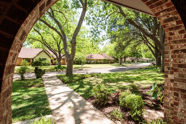 2906 Kircaldy Court, Arlington, TX - USA (photo 4)