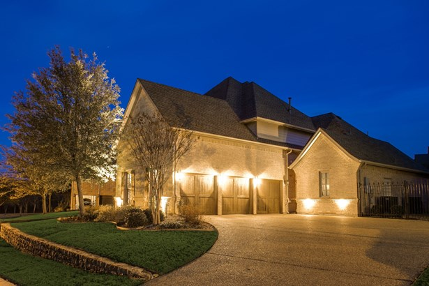 2310 Castle Creek Drive, Mansfield, TX - USA (photo 2)