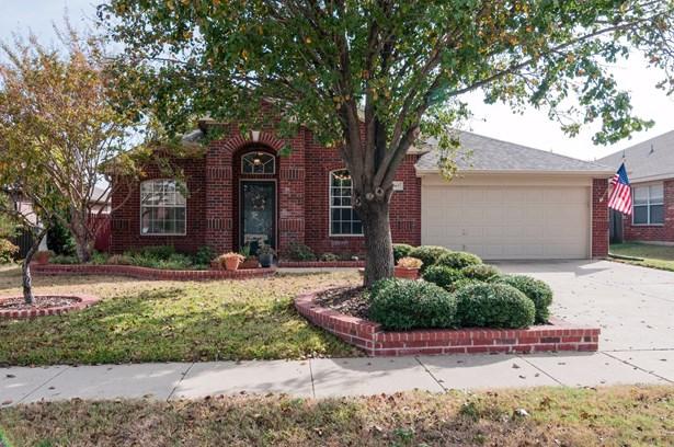 1065 Springhill Drive, Saginaw, TX - USA (photo 1)
