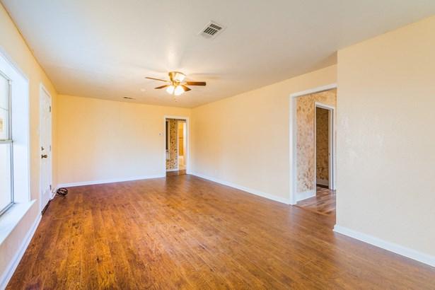 520 W Oak Street, Gunter, TX - USA (photo 1)