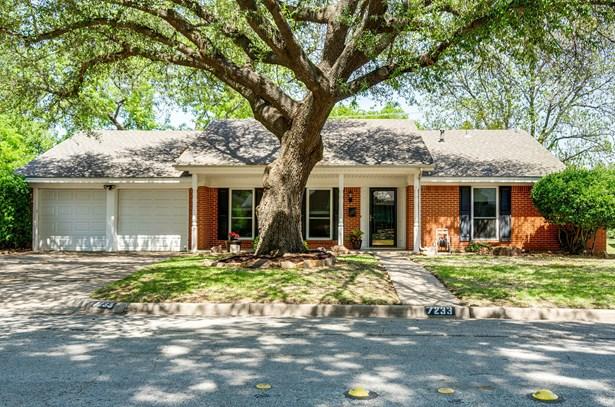 7233 Green Meadow Drive, North Richland Hills, TX - USA (photo 1)