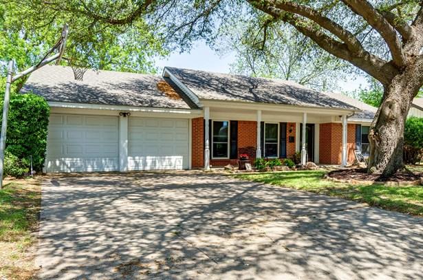 7233 Green Meadow Drive, North Richland Hills, TX - USA (photo 2)