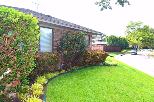 9683 Fallbrook Drive, Dallas, TX - USA (photo 4)