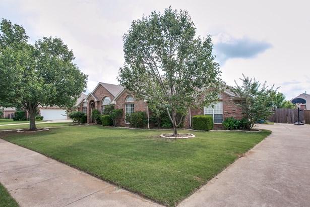 1105 Garden Ridge Drive, Burleson, TX - USA (photo 2)
