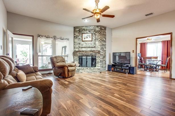 5234 Wood Creek Lane, Garland, TX - USA (photo 3)