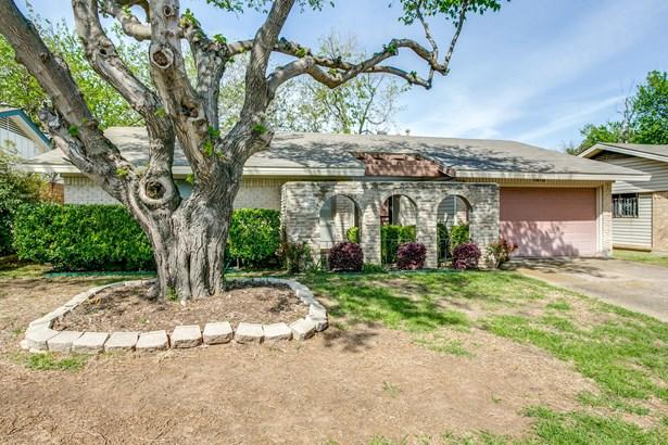 1816 Elmwood Lane, Carrollton, TX - USA (photo 2)