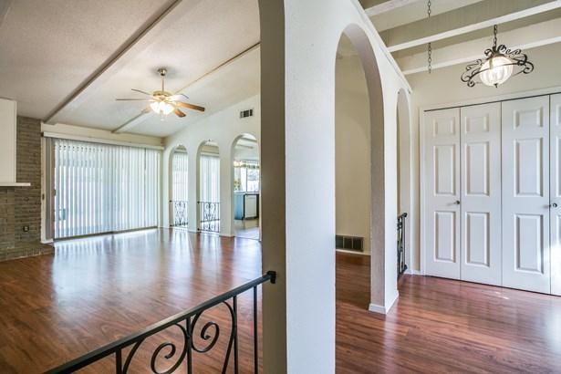 1816 Elmwood Lane, Carrollton, TX - USA (photo 4)