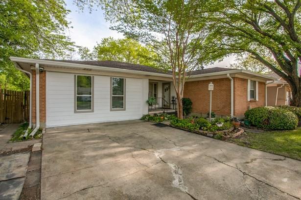 1111 Noble Avenue, Carrollton, TX - USA (photo 1)