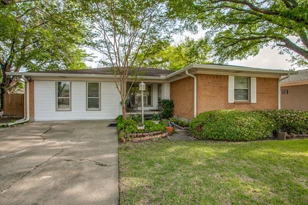 1111 Noble Avenue, Carrollton, TX - USA (photo 2)