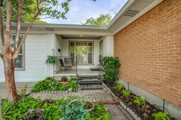 1111 Noble Avenue, Carrollton, TX - USA (photo 3)